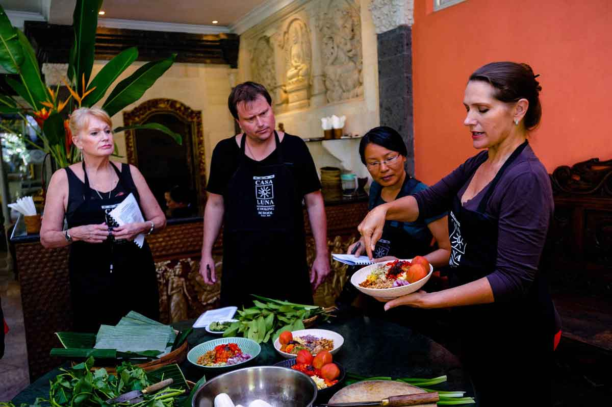 Janet giving a demonstration to her students at the Casa Luna Cooking School