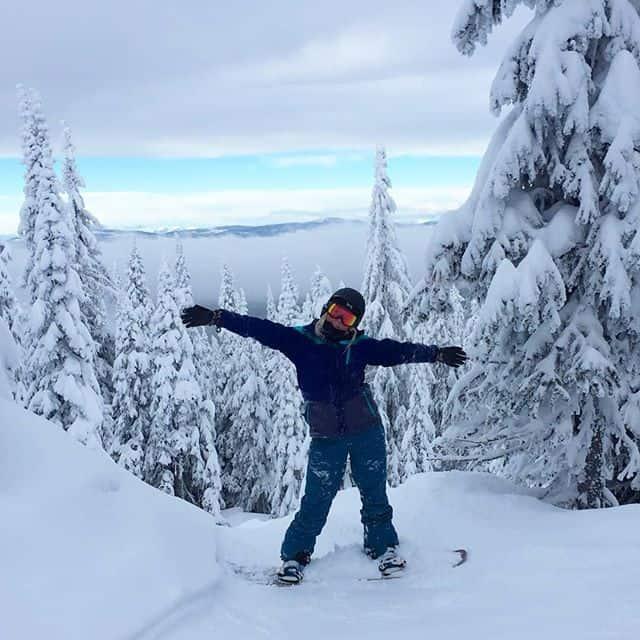 Snowboarding in the trees off Serwas run at Big White Ski Resort, Kelowna, British Columbia