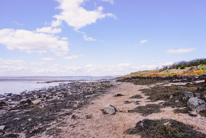Blue skies over the beach at Cramond Island