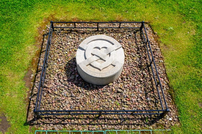 Robert the Bruce's heart, buried at Melrose Abbey