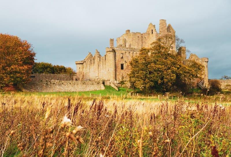 Outlaw King Filming Location: Craigmillar Castle in Edinburgh