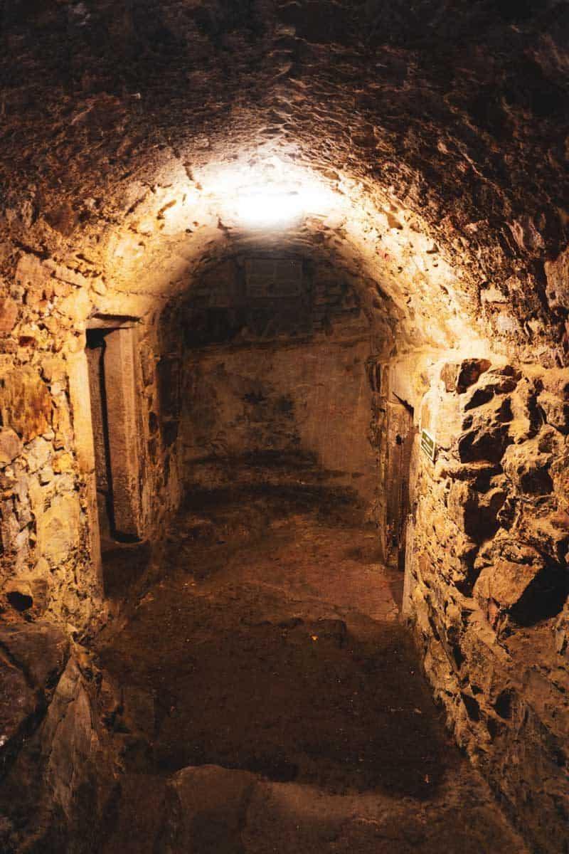 Craigmillar castle history prison