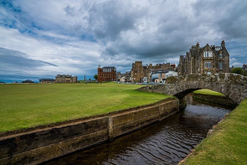 The old course in st andrews, the world's oldest golf course
